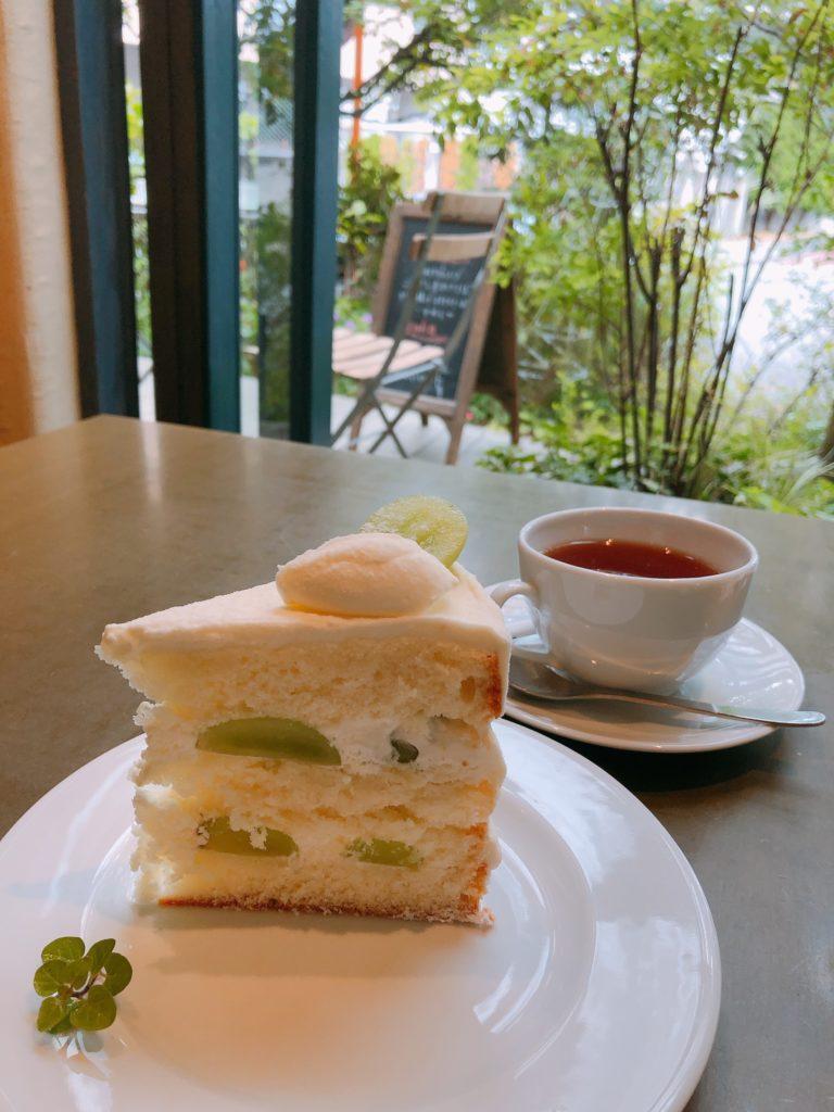 ニシアン・カフェ シャインマスカットケーキ